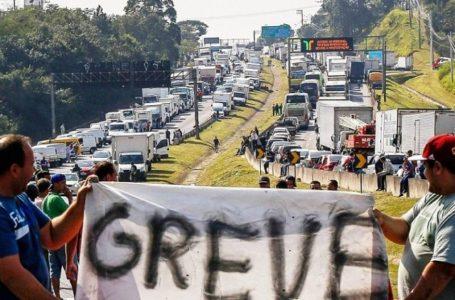Divididos, caminhoneiros tentam fazer nova greve