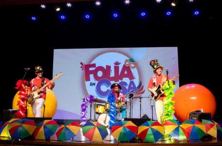 Banda Caixa de Brinquedos e concurso de fantasia agitam Folia em Casa CAAMT
