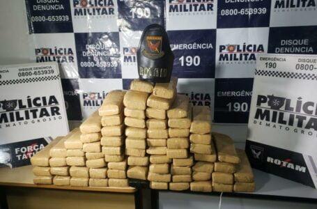 Rotam encontra 71 barras de maconha em carro no bairro Três Barras