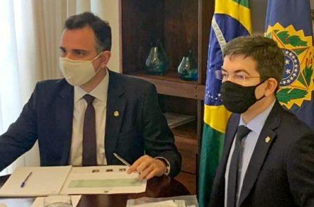 Pacheco e Randolfe articulam para que Brasil tenha vacinas da Pfizer e da Janssen
