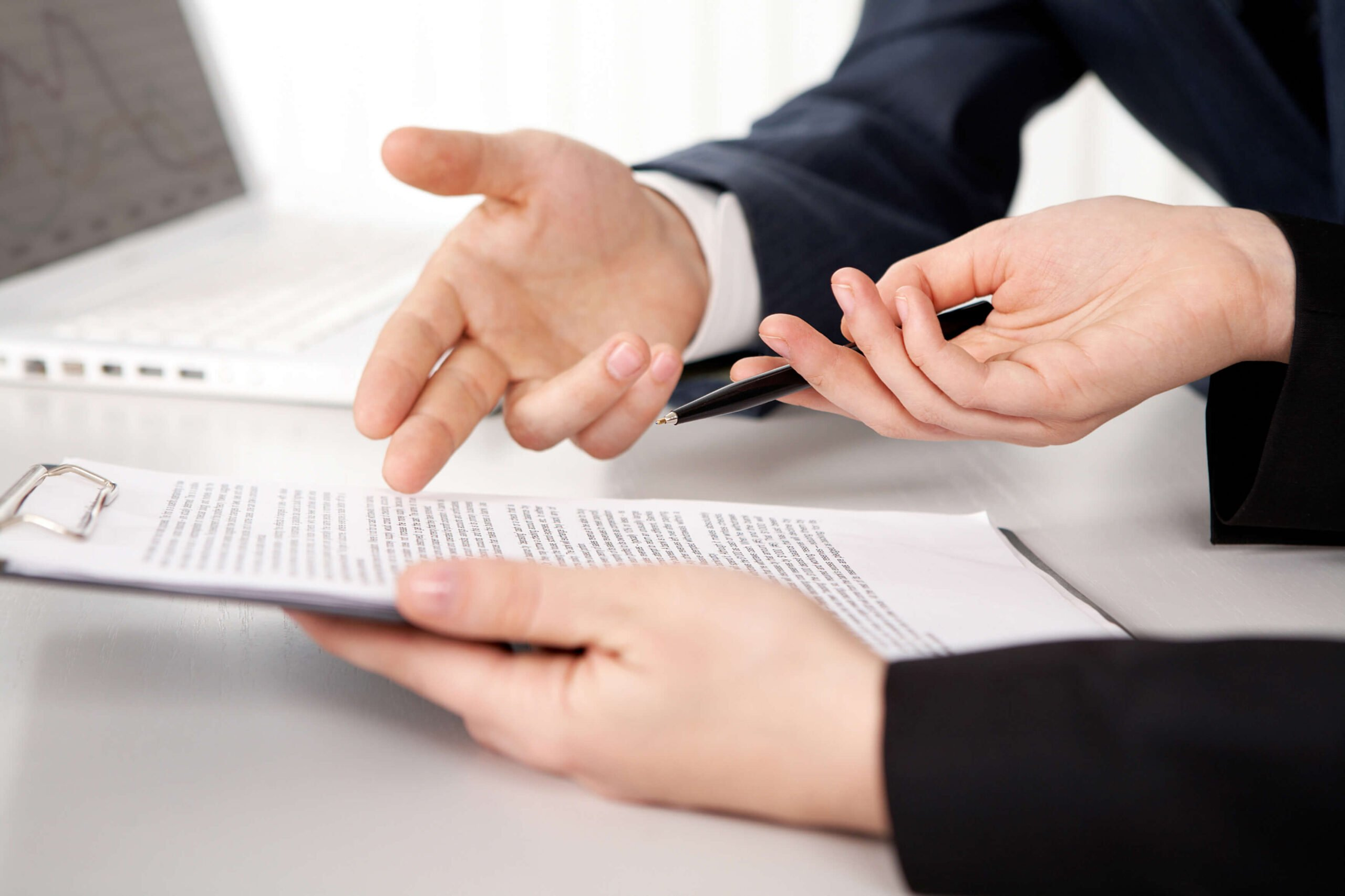 AÇÃO ARTIFICIAL E REPETIDA:  Advogado é condenado a pagar multa, solidariamente, por litigância de má-fé