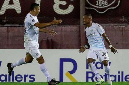 Tiago Nunes elogia postura dos jogadores do Grêmio