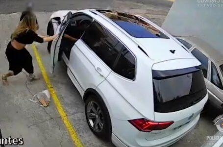 Mulher briga com assaltantes em frente da sua casa para não deixar levar seu carro