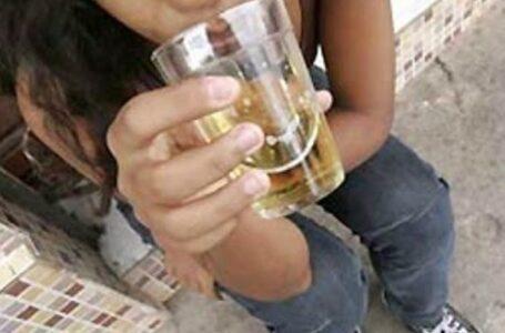 Mãe é presa em flagrante pela Polícia Civil por dar bebida alcoólica à filha de 13 anos