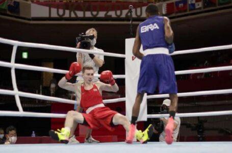 Wanderson Oliveira ganha e avança às quartas do boxe