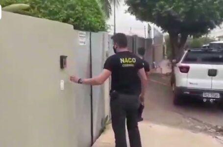 Momento em que o GAECO chega a casa do prefeito Emanuel Pinheiro